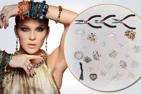 Curtzy - Get creative with a 1027piece jewellery making set - Save 50%