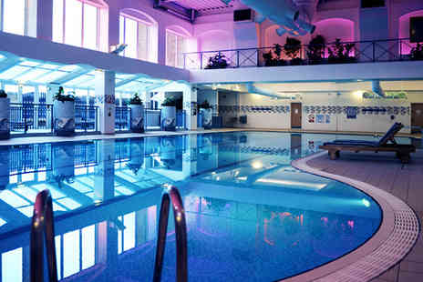 De Vere Village Hotels - 12 Individual day passes for unlimited gym spa and fitness classes - Save 90%