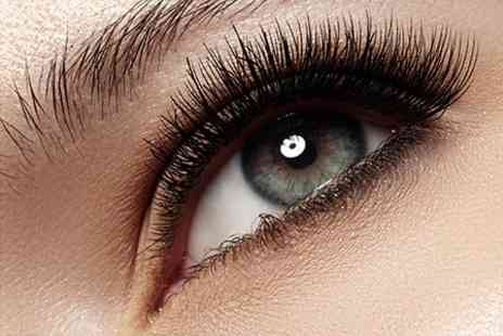 Rapid Tan Centre - Eyelash Extensions Plus Spray Tan - Save 63%