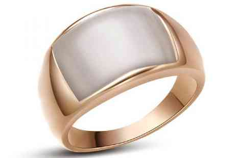 DealWizz - An Elegant Ring with SWAROVSKY Crystal Stone Smooth and Impressive - Save 50%