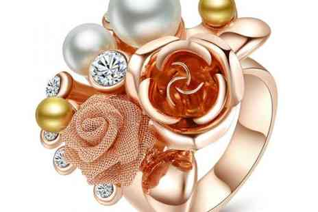 DealWizz - Unique! Amazing Bouquet Ring 18K Red gold plated with lovely pearls and SWAROVSKY crystal - Save 50%