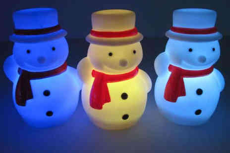 Loving That - Three Snowmen LED Lights - Save 67%