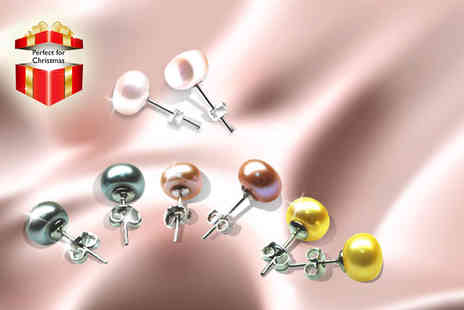 Vivid Jewels - Four pairs of freshwater pearl earrings in four different colours - Save 92%
