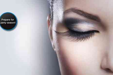 Lashmasters - Semi permanent eyelashes and an eyebrow wax - Save 70%