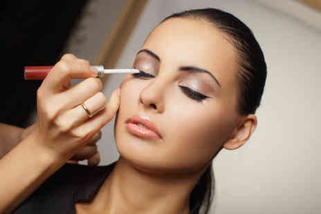 Studio de Beaute - One hour make up masterclass including a beautifying gift - Save 72%
