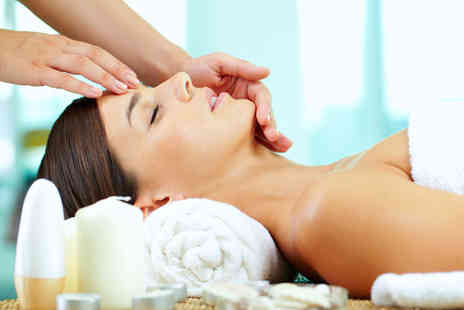 One Stop Beauty - Luxury Facial Pamper Package for One Person - Save 68%