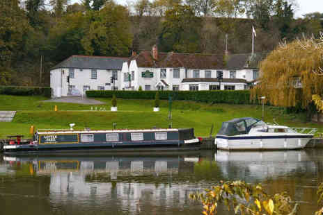 Shillingford Bridge Hotel - A Charming Oxon Hotel on the Banks of The Thames - Save 60%