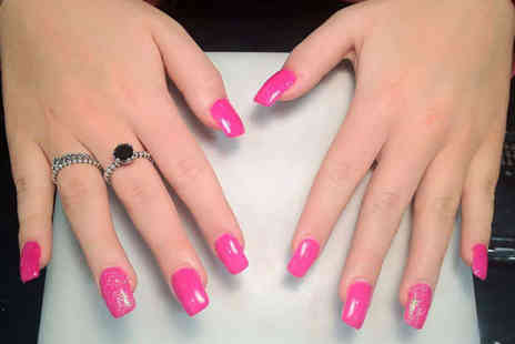 Queen Nails - Full Set of Shellac Nails - Save 53%