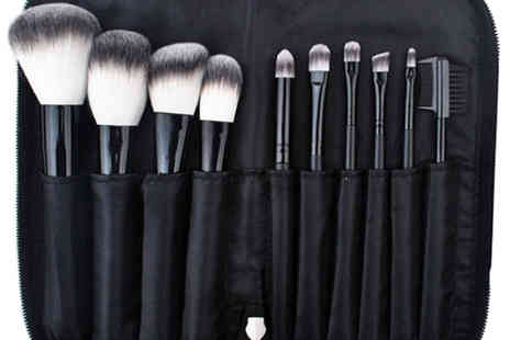 Catwalk Glamour - Professional Lensemble Noir Essential Make up Brush Set - Save 80%