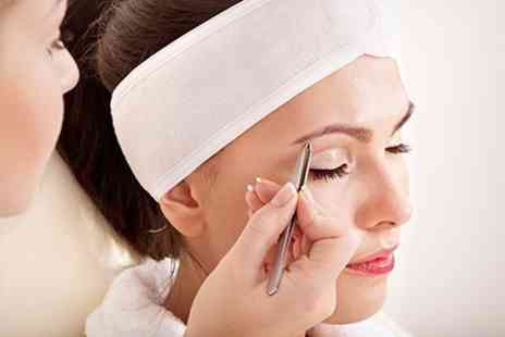 Lullylash - Beauty Course Eyelash and Eyebrow Tinting With Certificate - Save 81%