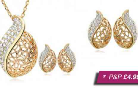 Moonshine Boutique - Golden drop jewellery set - Save 94%