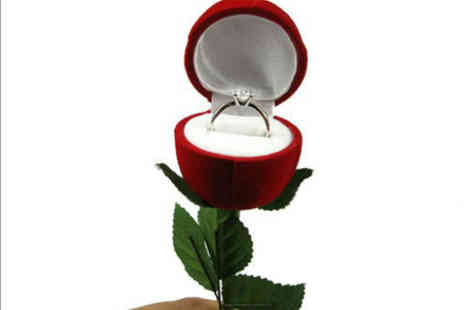 Londeal UK - Fantastic Artificial Rose Ring Box, Ideal for Proposals or Valentines Day - Save 78%