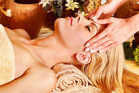 Health Aroma - Spa Day for One with a Gingerbread Body Wrap and Cava - Save 44%