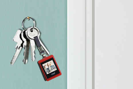 2tech - TAO digital photo key chain in black or red - Save 41%