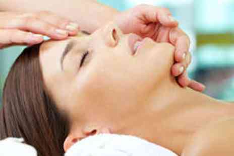 Aesthetic Expert - Bee Venom Facial - Save 64%