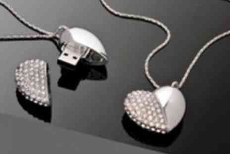 ebuzzworld.co.uk - 8GB USB Flash Drive Heart Necklace - Save 40%