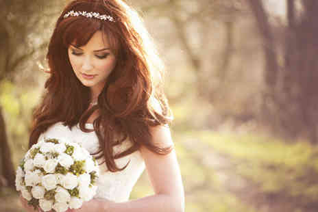 iBrowz Beauty Academy - Five day bridal hair and makeup diploma including eyeshadow kit - Save 87%