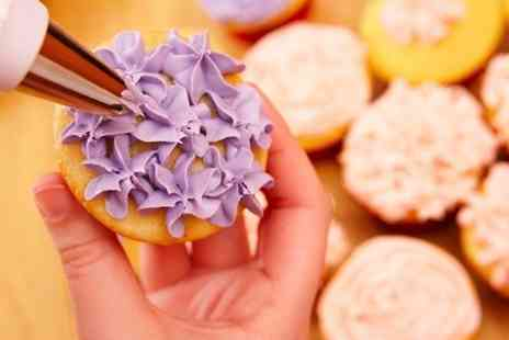 Helens Little Cake Shop - Cake Decorating Class - Save 40%