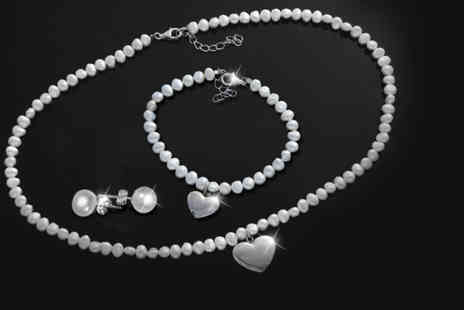The Gem Seller - Pearl tri set with a rhodium plated heart pendant - Save 88%