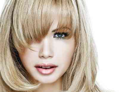 Zvoo Hair & Beauty - Cut and Blow Dry With Highlights  - Save 53%
