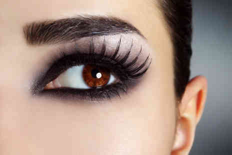 Glamor Eyes - Full set of semi permanent eyelash extensions - Save 62%
