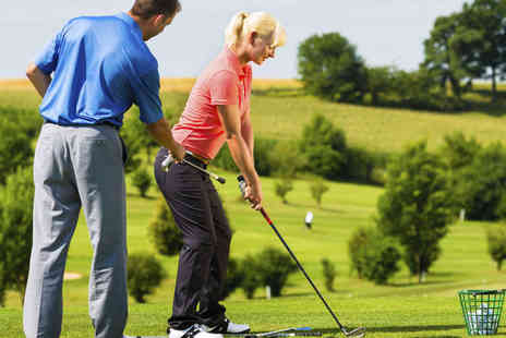 Oakmere Park Golf - Three One Hour Beginners Golf Lessons  - Save 60%