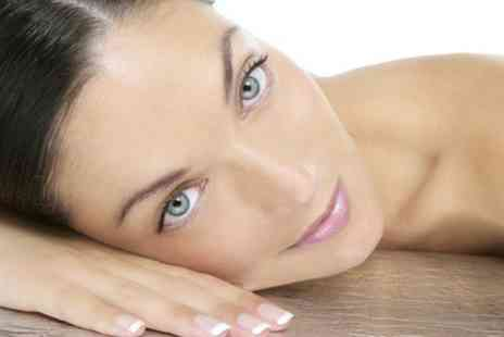 Harley Street - Glycolic Peel With Skin Assessment - Save 68%