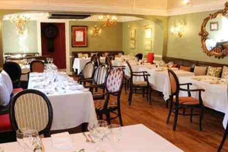 Colleys Lechlade - Delicious 3 Course Dinner & Bubbly for 2 - Save 51%