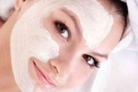 Samvat Clinic - 30 minute sessions of Diamond Microdermabrasion - Save 74%
