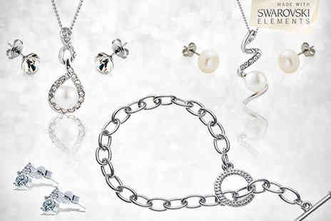 Accessorise With a Chic Jewellery Set - Six Piece Jewellery Collection Including Two Pendants - Save 85%
