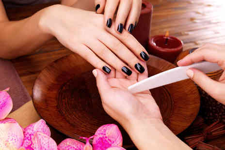 Ezina - Gelish manicure - Save 68%
