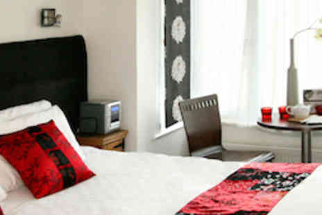 Sea Spray - One night stay in Brighton in a themed boutique room with breakfast - Save 51%