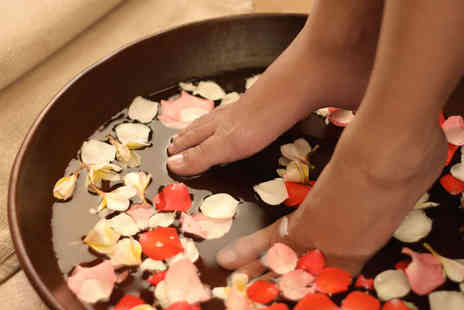 The Buddha Beauty Company - Reflexology Foot and Hand Massage with Foot Soak and Fruit Tea - Save 68%