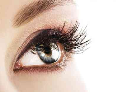 Wake up Your Make up - Full Set of Eyelash Extensions - Save 69%