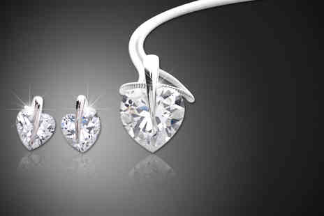 Zoo Jewellery - Solitaire heart pendant and earrings set made with Swarovski Elements - Save 93%