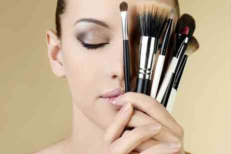 The Coquettes - Three Hour Make Up Masterclass - Save 79%