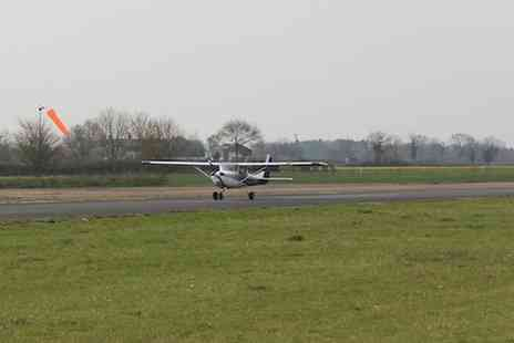 Go Fly Oxford - Flying lesson experience - Save 51%