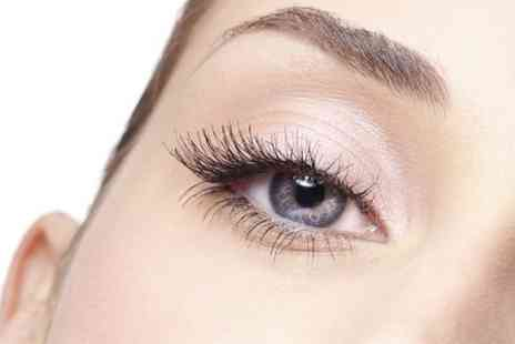 Quattro Lounge - Full Set of Eyelash Extensions - Save 57%