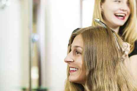 Gloss & Glow Glamour Lounge - Cut  Blow Dry and Condition  - Save 57%
