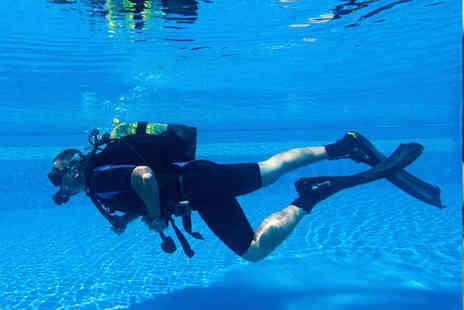 Hazel Grove Sub Aqua Club - Two Hour Beginners Scuba Diving Course - Save 57%