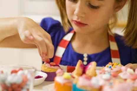 Carroll Cupcake Company - Cake Decorating Party For Six Children  - Save 50%