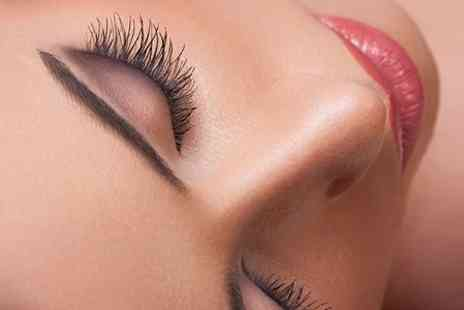 Bee Beautiful - 3D Eyelash Extensions  - Save 73%
