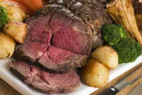 The Queens Head - Sunday Roast and Wine For Two - Save 53%