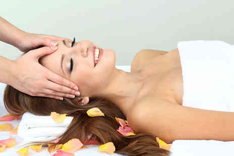 UT Beauty - Pamper package including exfoliation facial and mini manicure - Save 63%