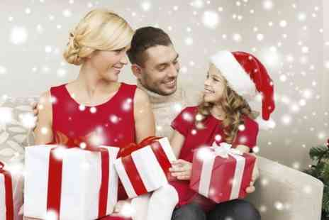 Gareth Doe Photography - Family Christmas Photoshoot With Print and Cards - Save 94%
