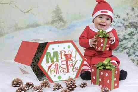 Dave Williams Photography - Little Santa Photoshoot With Prints - Save 94%