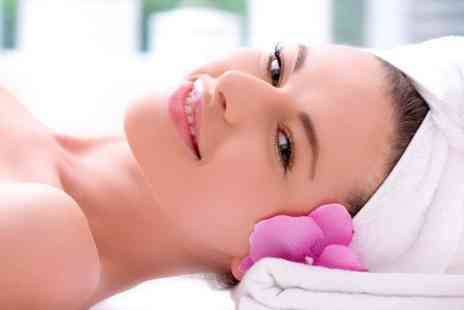 Kings n Queens - One Hour Hydrating Facial Plus Indian Head Massage  - Save 0%