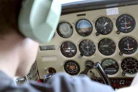 Leading Edge Flight Training - Half Hour Flight Simulator Experience - Save 44%