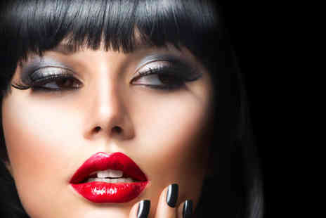 Twin Peaks Academy of Media Makeup - Three hour contouring and highlighting makeup course - Save 80%