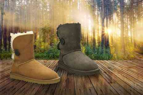 Evaniy - Pair of sheepskin and merino wool boots in a choice of two designs and various colours - Save 74%